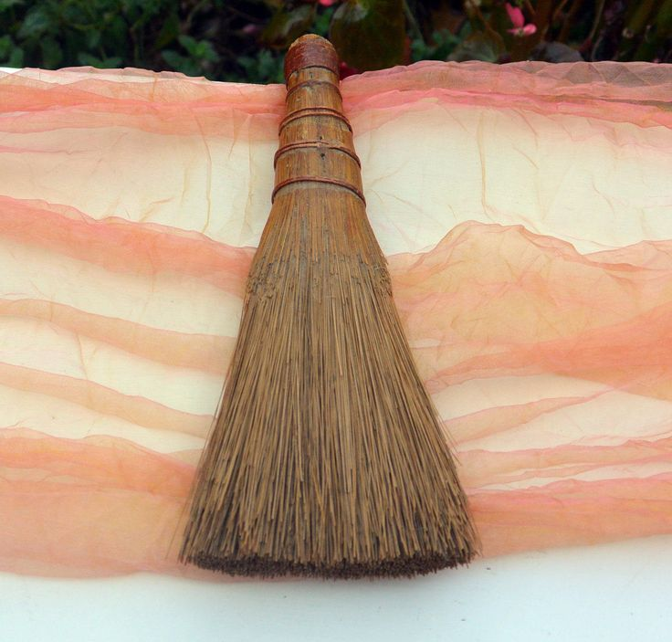 1950's Whisk Broom - Great Color,  Retro Straw Broom, Farmhouse Decor, Retro Kitchen, Hand Broom, Country - Vintage - Fabulous! by YPSA on Etsy