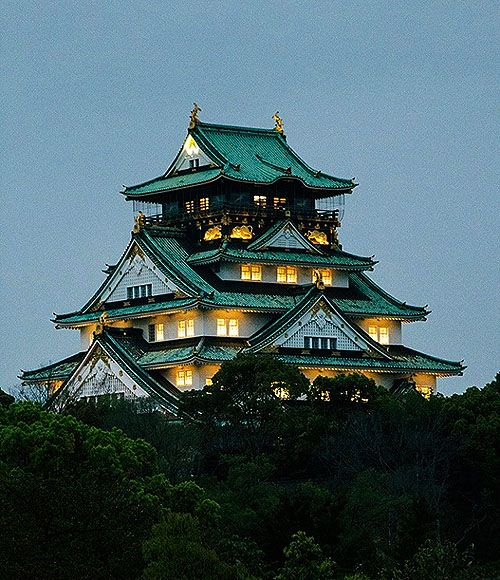 Osaka Castle, Chūō-ku, Osaka, Japan.... www.castlesandmanorhouses.com .... Osaka Castle is one of Japan's most famous landmarks. It played a major role in the unification of Japan during the sixteenth century (Azuchi-Momoyama period). The main tower stands on a plot roughly one square kilometer. It is built on platforms of rubble infill supported by walls of dressed stone, using a technique called Burdock piling. It is five stories high above the huge defensive stone base.