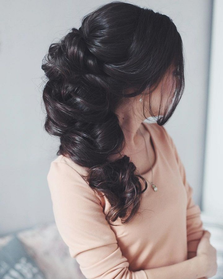 From soft romantic waves to messy updos and intricate braids. Beautiful wedding hairstyle Get inspired by fabulous wedding hairstyles,wedding hairstyle long