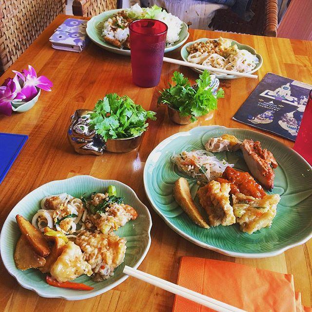 いつもネイルに来てくださるOさんと、梅田でタイ料理のビュッフェランチ🇹🇭✨ どれもこれも美味すぎでした〜〜😆💕 * * * #西梅田 #チェルディアン #タイランチ #タイビュッフェ #本格タイ料理 #パクチー別注 #いつもありがとうございます