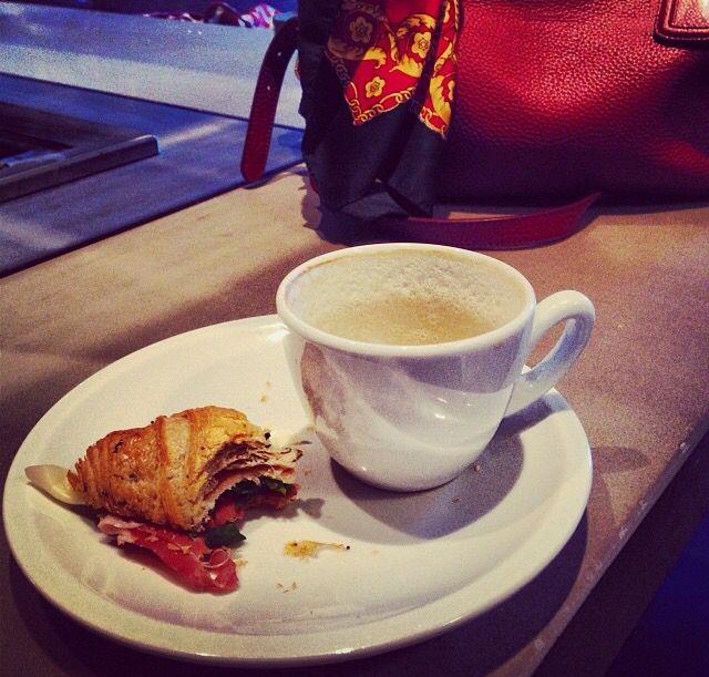 I love breakfast ,cappuccino,  good morning, brioche, colazione, brioche salata,  buongiorno