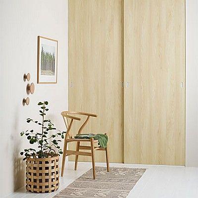ELFAN LUONNOLLISET LIUKUOVET  Elfan jykevän Scenic-malliston liukuovissa on ollut inspiraationa metsä. Vaalea puukuosi sopii hyvin niin moderniin skandinaaviseen kuin klassiseenkin sisustukseen.