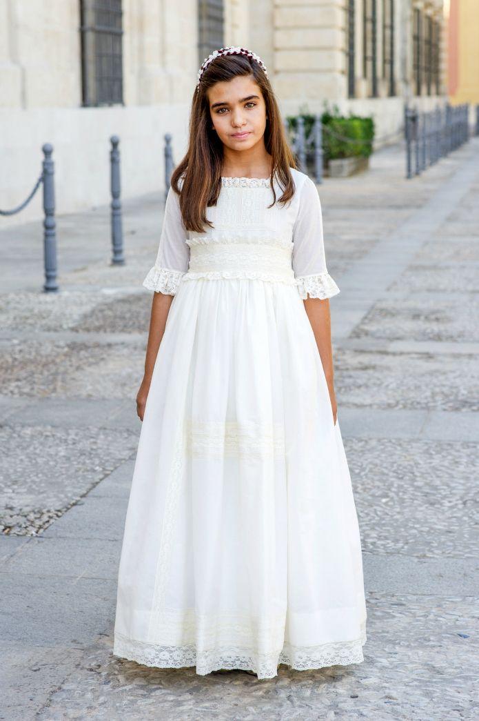 Hoy presentamos en exclusiva para LA COMUNIÓN DE MARÍA, la nueva coleeción de vestidos de Primera Comunión de Pilar del Toro