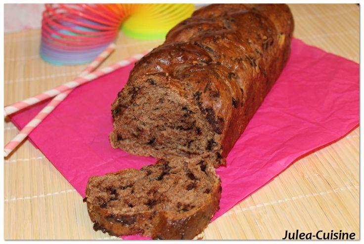 Brioche tressée aux pépites de chocolat http://juleacuisine.blogspot.fr/2014/02/brioche-tressee-aux-pepites-de-chocolat.html