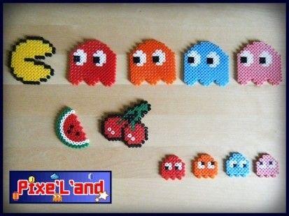 Pixel Art en perle Hama Pixels art Pacman réalisés en perle Hama. Pour plus de détail individuels, vous pouvez consulter chaque produit séparément.  *Pensez à la customisation de votre Pixel art !! : Porte clé, aimant, cadre, pot etc...*