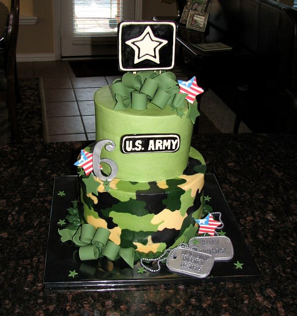 Camo Cake by cakesbyashley, via Flickr - This would be cooler if it were USMC themed.