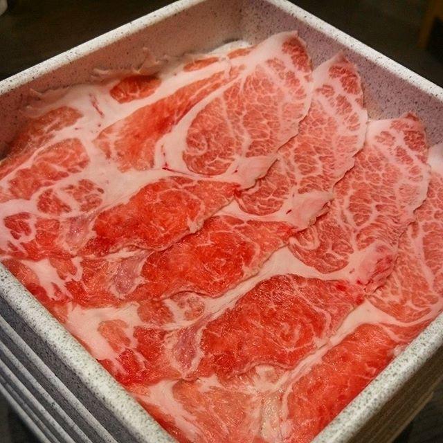 今日のランチはイベリコ豚のしゃぶしゃぶ。 食べ放題なのに激安の1999円(税別)! #東京 #tokyo #肉 #meat #豚肉 #pork #イベリコ豚 #iberian  #しゃぶしゃぶ #shabushabu #ランチ #lunch