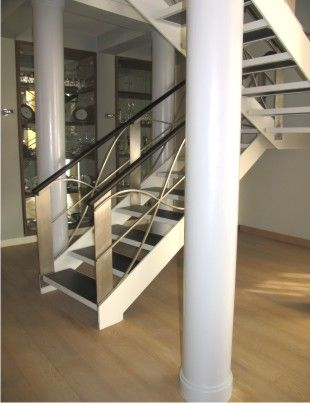 Современная лестница в стиле хай-тек