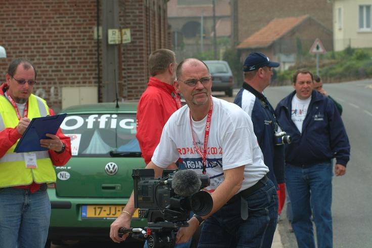 Ook in 2002 was ons eigen videoteam al heel actief, hier op de foto Henk van der Velde. Inmiddels is hij actief als voorzitter van het bestuur van Stichting Roparun Palliatieve Zorg.