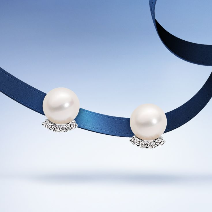 Elegant with a style. Fall in love with #pearls #ThisIsForLove