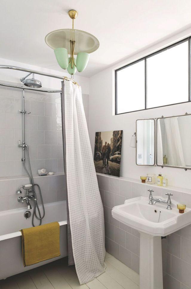 La salle de bains adopte un style rétro
