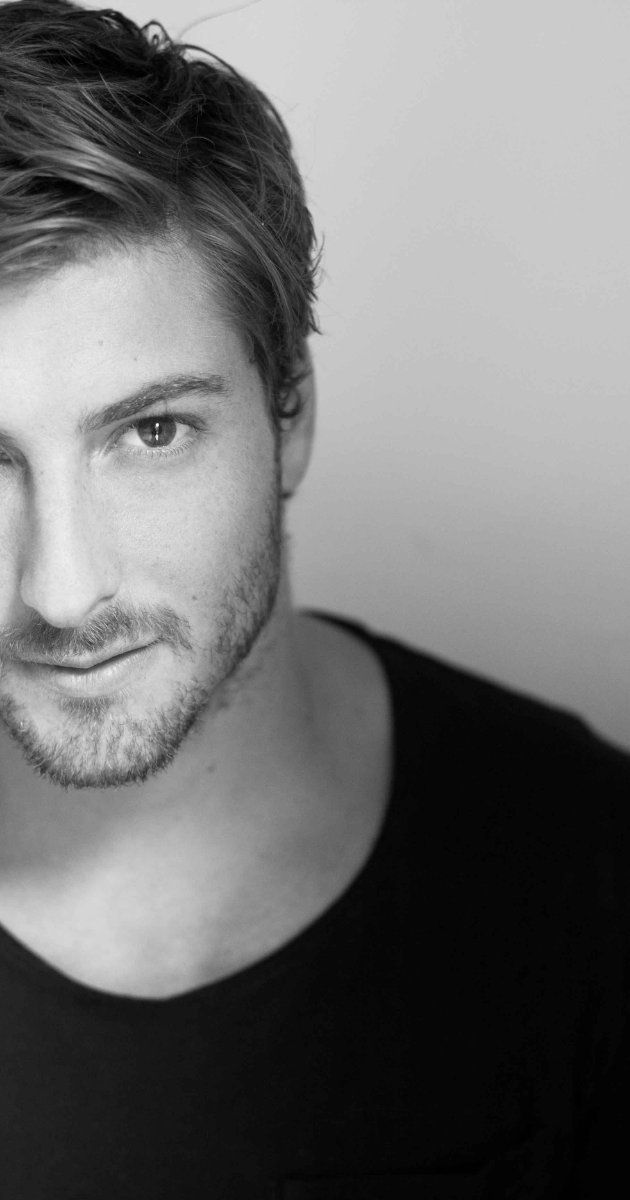 Daniel Lissing - he's super handsome and super Australian!