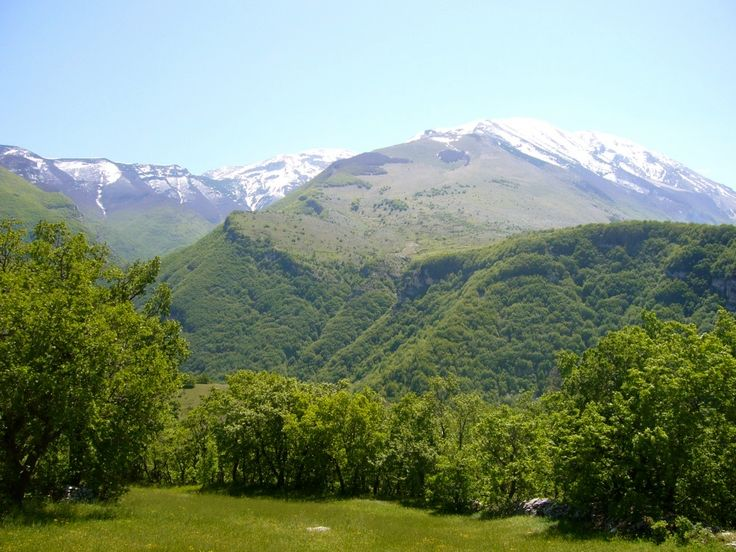 Dalla Valle Giumentina, abbateggio Abruzzo si vede la Majella