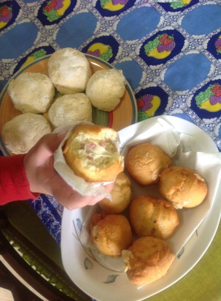 Bomboloni di patate Ingredienti per circa 15 bomboloni: 250 gr di patate 250 gr di farina 12 gr di lievito di birra 1 cucchiaino raso di zucchero 25 gr di