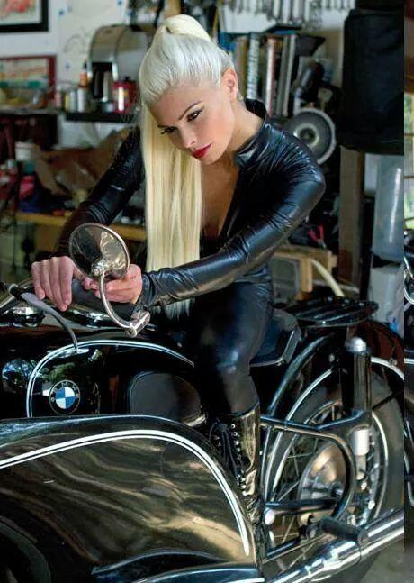 Motosikletli kızlar galerisi
