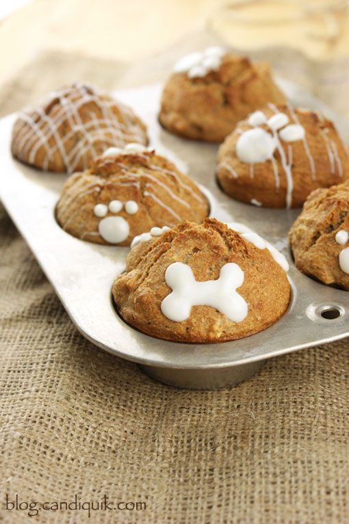 Apple Crunch Pupcakes! These homemade doggy cupcakes, a.k.a. pup-cakes are so simple to pull together!