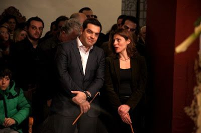 Newsit: Σάλος από τις καταγγελίες βουλευτή του Ποταμιού: Φωτογραφική διάταξη για τη σύζυγο του Αλέξη Τσίπρα ώστε μεταταχθεί στην Αθήνα     - Νωρίτερα είχε αποσυρθεί φωτογραφική διάταξη από το νομοσχέδιο για τον κ. Σταθάκη - Η διάταξη αυτή περιλαμβάνεται σε νομοσχέδιο του υπουργείου Παιδείας - Τις καταγγελίες έκανε μέσω Twitter ο βουλευτής του Ποταμιού Γιώργος Μαυρωτάς - Σύμφωνα με τις καταγγελίες η σύζυγος του πρωθυπουργού η κα Περιστέρα Μπαζιάνα θα μπορεί να μεταταχθεί στην Αθήνα  Πολιτικός…
