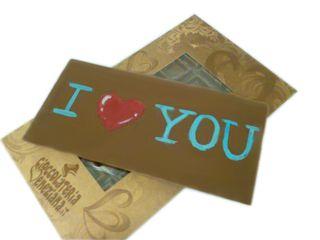 E per i golosi romanticoni  http://www.cioccolateriaveneziana.it/negozio/tavoletta-di-cioccolato-al-latte-i-love-you/