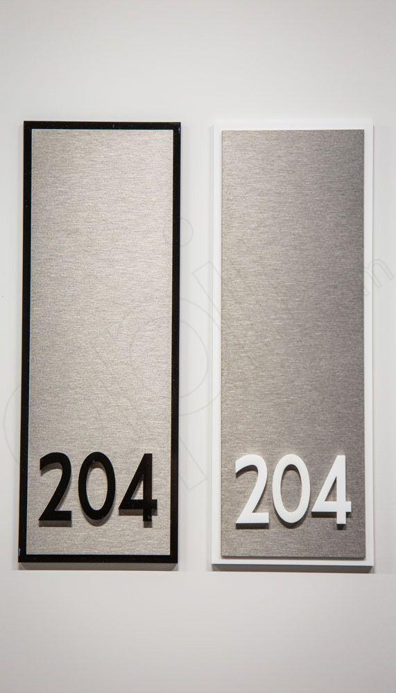 Numero camere per Hotel in Plexiglass bianco e nero.