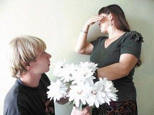 Возможно ли счастье в неравном браке? В наше время, когда люди разного возраста связывают себя узами брака, данная тема становится очень актуальной для обсуждения, потому что для общества приняты стандартные понятия. Когда молодая девушка выходит замуж за мужчину старше себя на несколько десятков лет, брачный союз не будет вызывать много сплетен и плохих взглядов со стороны общества.... http://grigoriylyamaev.ru/vozmozhno-li-schaste-v-neravnom-brake/