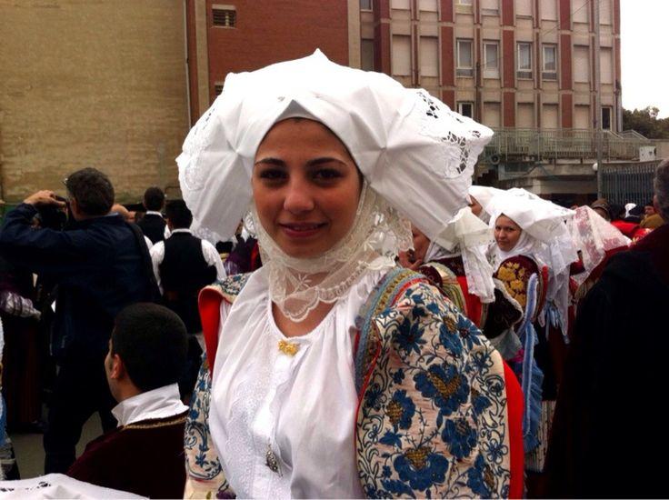 Народные традиции острова Сардиния. Традиционные народные костюмы острова Сардиния. Праждники и карнавалы на Сардинии. Отдых на острове Сардиния.