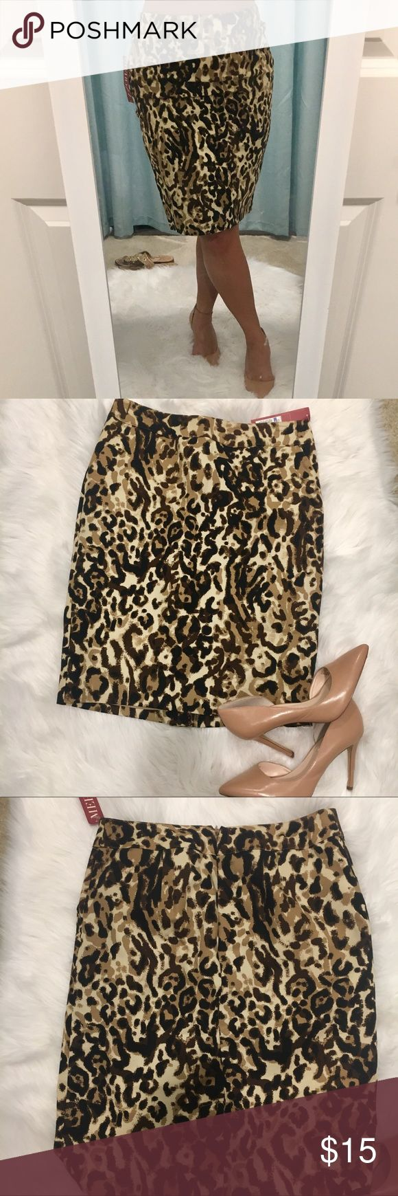 💥 Leopard pencil skirt Leopard pencil skirt, zipper back. NWT. Size 8 but it fits good for a 4! Tight for an 8 Merona Skirts Pencil