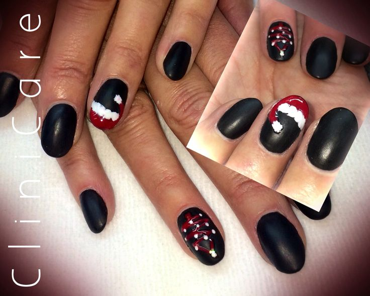 Kerst nagels acryl mat zwart met kerstmuts en kerstboom - matte black nails christmas @ CliniCare