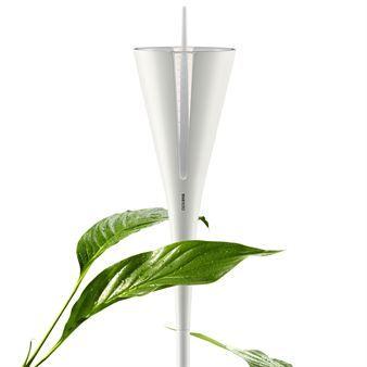 Varva ner i trädgården efter en hektisk dag på jobbet med Eva Solos alla vackra trädgårdsredskap och produkter. Denna vackra regnmätare är en del av Eva Solos trädgårdstillbehör och med detta kan du hålla koll på hur mycket regn som det har fallit i din trädgård. Och förutom sin funktion så tillför den även elegant och vacker design till din trädgård.