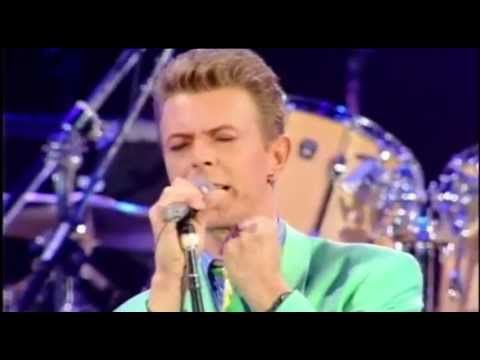 ▶ (1992) David Bowie, Mick Ronson, Queen, Ian Hunter / All The Young Dudes ~ Heroes - YouTube The prayer by Bowie at the end was quite a lovely surprise