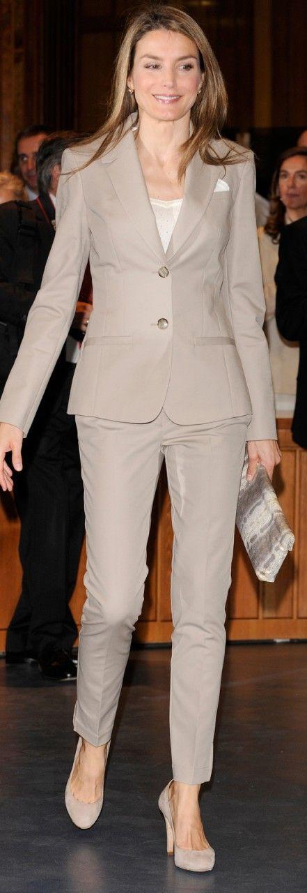 *STYLE , Queen Letizia Spain,  Marrón