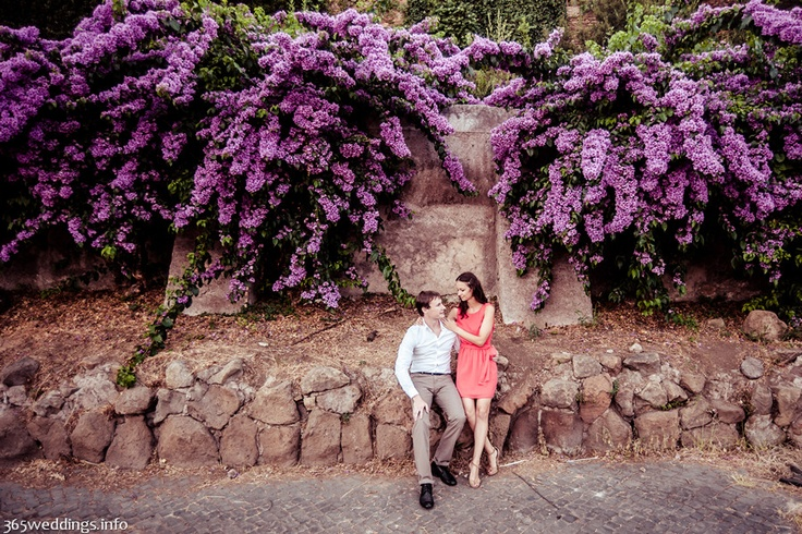 Lovers in Italy.Cute she+he pcitures from Rome sightseeing tour with wedding photographer.