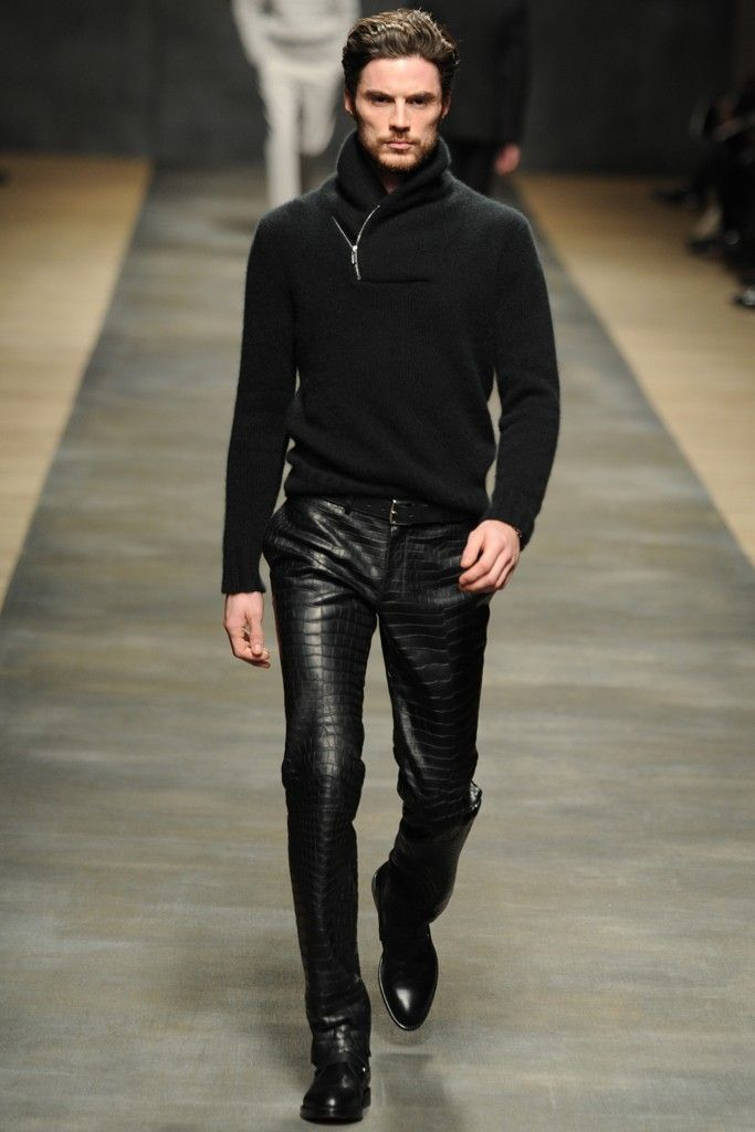 A dark take on a Norwegian classic. The cowl neck sweater.