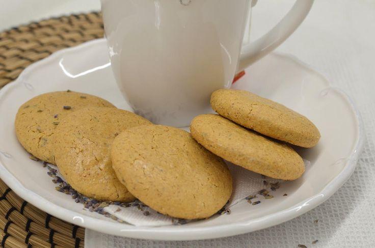 Ingrediencie:15 dkg múky z ovsených vločiek1/2 kávová lyžica sóda bikarbóny1 čajová lyžica sušenej levendule (+/- podľa chuti)10 dkg trstinového cukru (alebo k