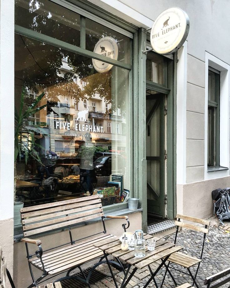 Five elephant coffeeshop and cakes / Berlin