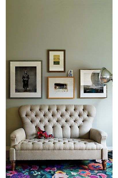 .: Wall Colors, Living Rooms, Couch, Tufted Sofas, Chic Home, Interiors Design, Carpets, Home Design, Rugs