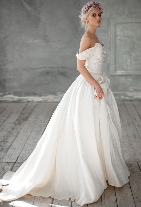 Now you can buy Royal dresses that are made of natural fabrics from the trendy Russian designer Victoria Spirina. site http://victoriaspirina.com A nice price and very high quality tailoring. alternative wedding dress, Open back wedding dress, Low back wedding dress, Sexy wedding gown ,Dramatic wedding dress, Plunging neckli new edding dress