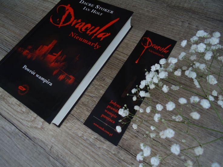 "Dacre Stoker, Ian Holt ""Drakula: Nieumarły"""