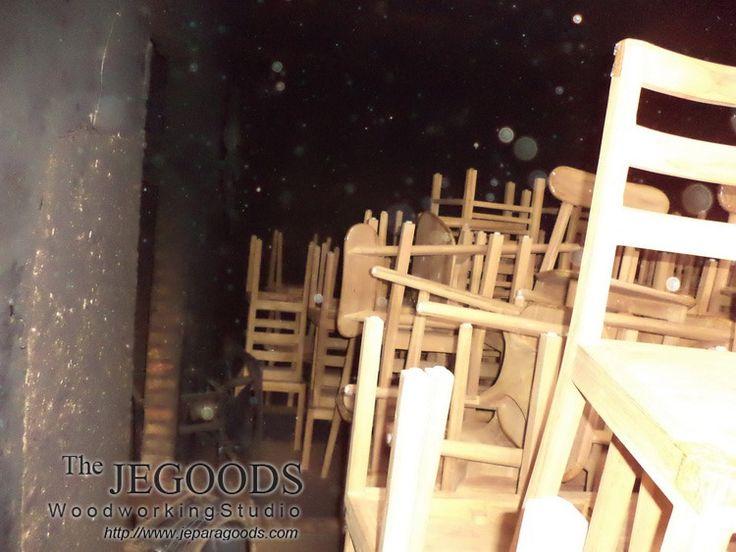 Kiln Dry Furniture with Standard Moisture Content. Export Quality Furniture Jepara Goods Woodworking Indonesia.  Teak Furniture Manufacture Exporter Indonesia.  kursi cafe jati, kursi restoran jati, kursi makan jati kering, kiln dry furniture jepara export quality.