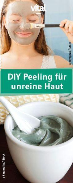 Besonders, wenn ihr zu unreiner haut neigt, solltet ihr eurem Gesicht ab und an ein Peeling gönnen. Für dieses DIY Peeling benötigt ihr unter anderem Heilerde.