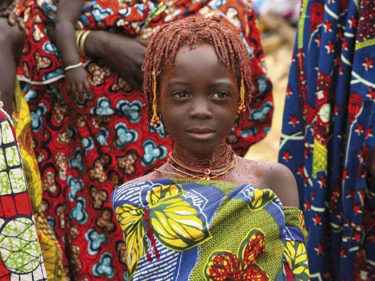 Com cerca de 30 trabalhos, Sérgio Guerra retrata o que encontrou durante as expedições a Angola. O fotógrafo se infiltra em meio aos Hereros, grupo étnico mais antigo do continente africano, e realiza registros materiais sobre este povo, sua tradição e rituais.