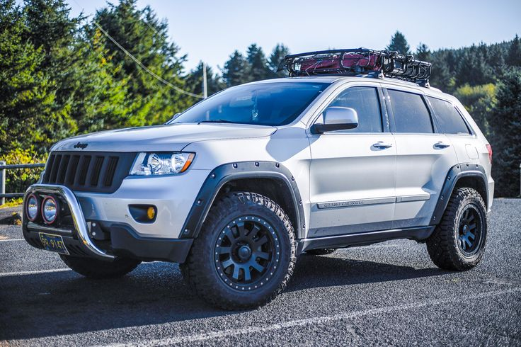 2013 Jeep Grand Cherokee  WK2 2.5 '' Rocky Road lift, 275/65 duratrac tires, 18'' Pro Comp wheels , Thule Basket , Bull Guard with 7'' HID lights, Bushwacker fenders , 3.5 yellow JDM fog lights