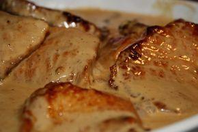 Det här behöver du till 4 personer: 1 putsad fläskytterfile smörSåsen: 2,5dl grädde 2,5dl creme fraiche 2 1/2 msk kalvfond (koncentrerad) 1 msk kinesisk soja 2 tsk svartvinbärsgele Nymalen peppar salt Maizena eller mjölredning Serveringstips :Kokt potatis (ris )och kokta grönsaker. Gör så här: Ställ ugnen på 175 grader. … Läs mer