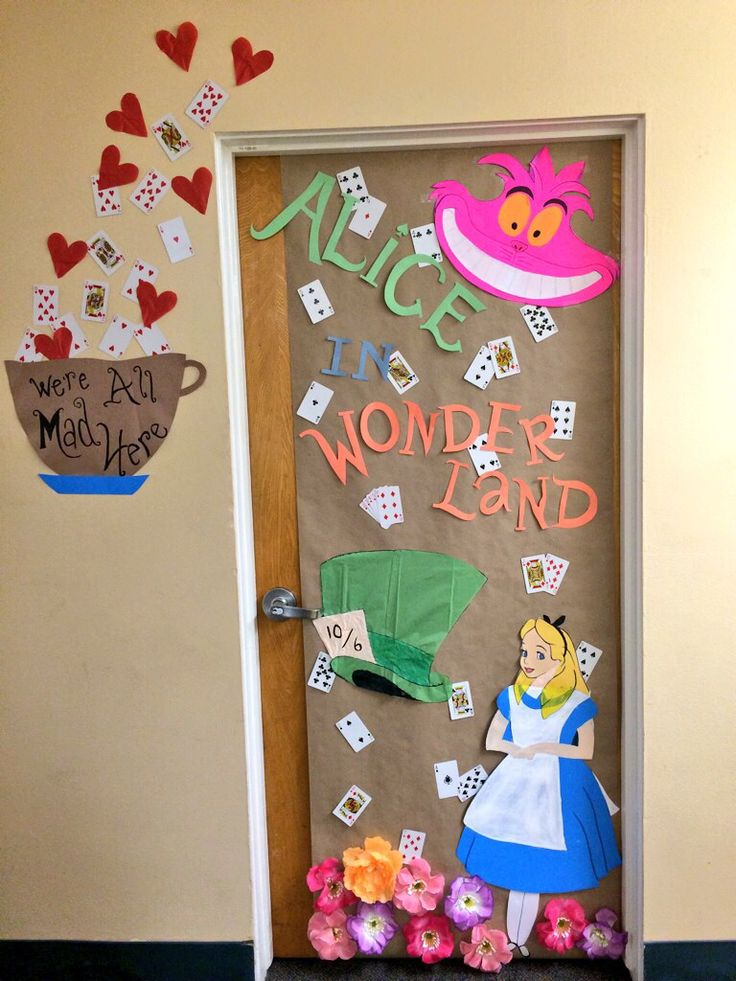 Alice in wonderland dorm decoration for Halloween