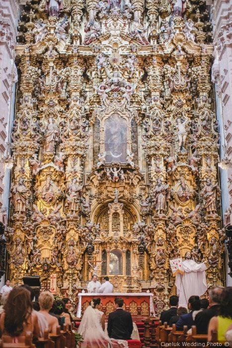 Estructura de la ceremonia católica: paso a paso de la misa nupcial. #wedding #bodas #bodamexicana #arras #bodaporlaiglesia #bodacatolica #rosario #padrinos