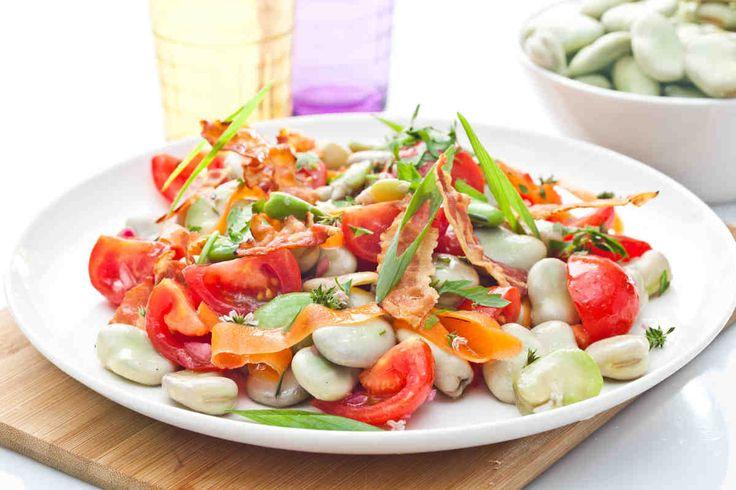 Sałatkaz bobemipomidorkamizdressingiemtymiankowym #smacznastrona #przepisytesco #sałatka #salad #bób #pomidory #dressing #tymianek #mniam