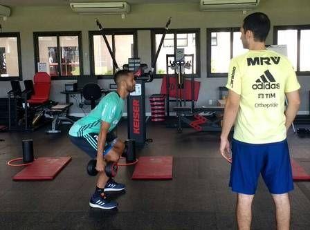 Rômulo trabalha forte no CT do Flamengo para se recuperar de lesão no joelho