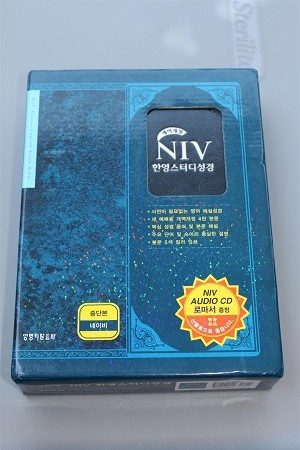 Korean - English Bilingual Study Bible BLUE / NIV - NKRV / Holy Bible Old and New Testaments / New Korean Revised Version - NIV