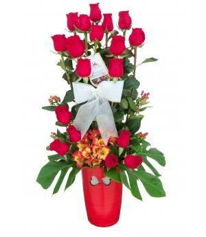 Arreglo de Rosas Alessandría: Diseño exclusivo de hermosas dieciocho rosas rojas y alstroemeria y follaje para envío en Lima.