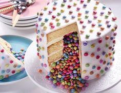 C'est la fête avec le piñata cake ! Parfait pour une surprise d'anniversaire
