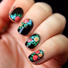 This contrast-y floral mani is super striking. #manicure #nailart